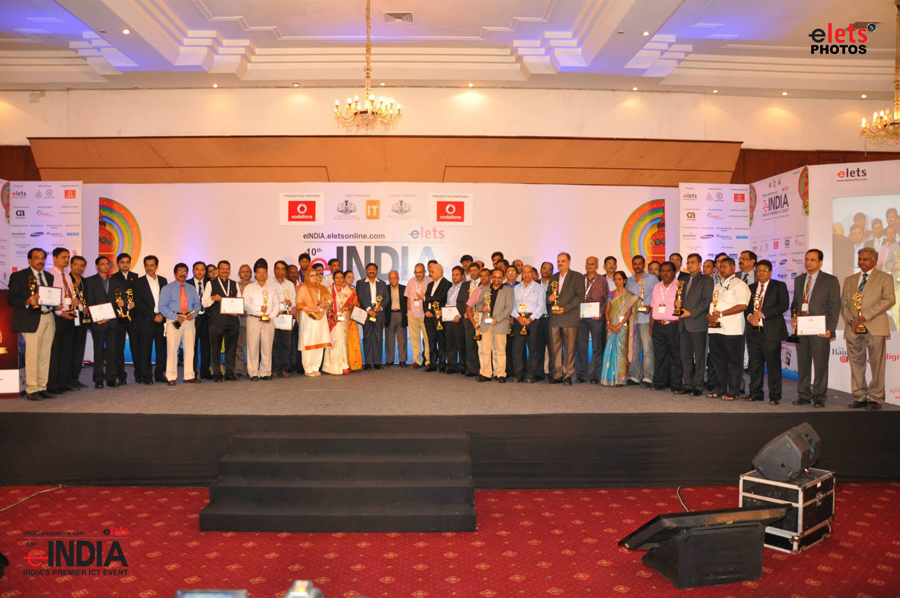 Group photo of all the awardees of e-India Award.